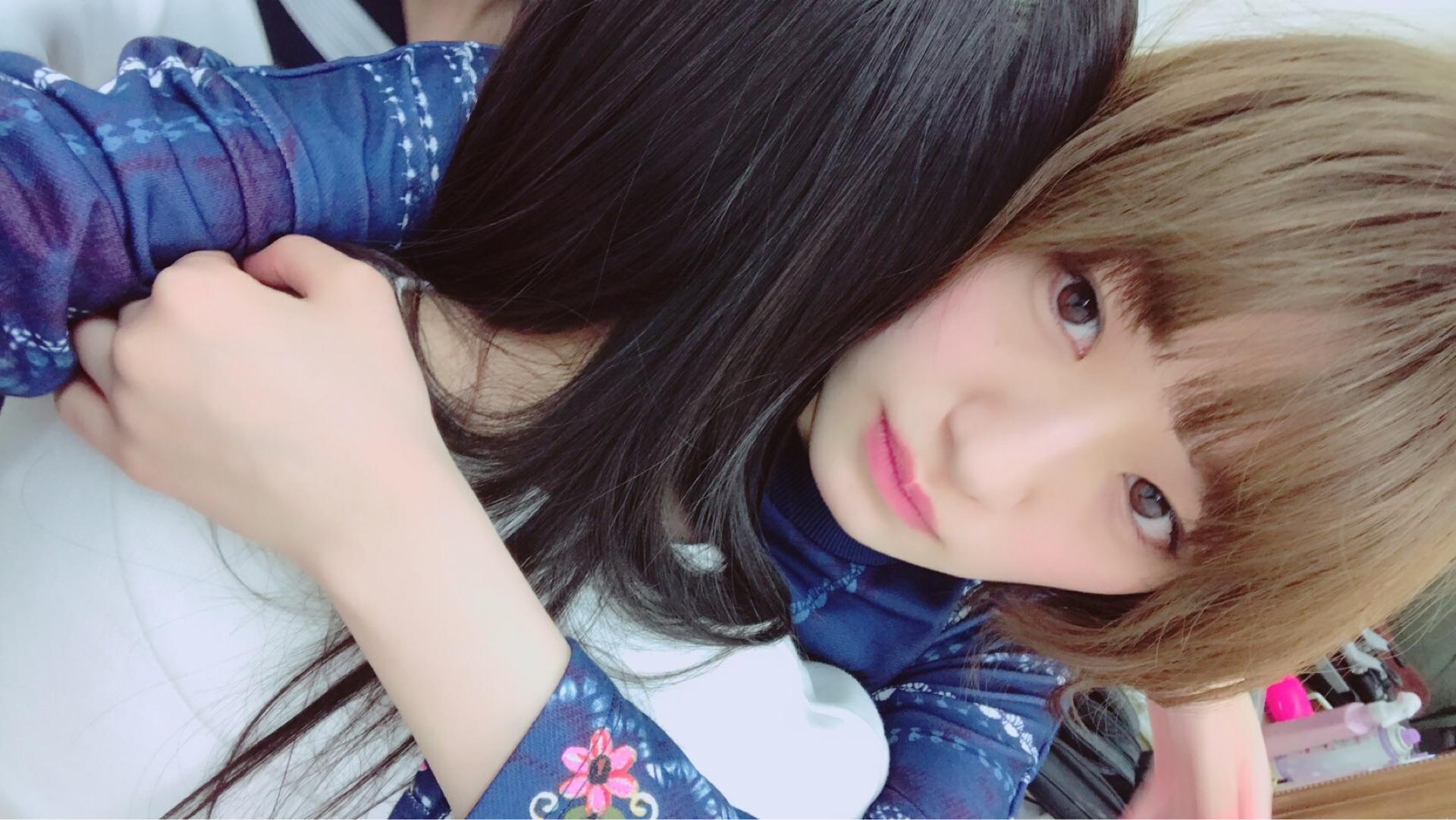 中田花奈の抱き合う画像